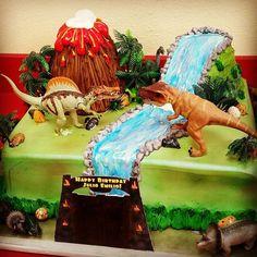 #mulpix Jurassic World cake! #jurassicworld #jurassicworldcake #dinosaur…