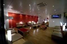 SkyTeam Lounge Pointe à Pitre / Quelle: Airfrance Airport Lounge, Conference Room, Lounges, Table, Japan, Artists, Furniture, Business, Home Decor