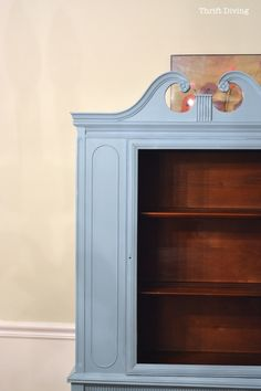 China Cabinet Makeover - Paint the inside of a china cabinet. White Dining Room Furniture, Paint Furniture, Furniture Projects, Furniture Makeover, Silver Furniture, Hutch Makeover, Furniture Repair, Painted China Cabinets, Antique China Cabinets