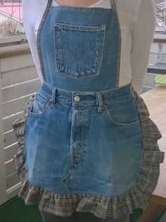Upcycled jean apron - like how they used same material for ruffle and for bias trim/straps, etc. Jean Apron, Thrift Store Fashion, Ruffle Apron, Jean Crafts, Denim Ideas, Recycle Jeans, Old Jeans, Recycled Denim, Sewing For Beginners