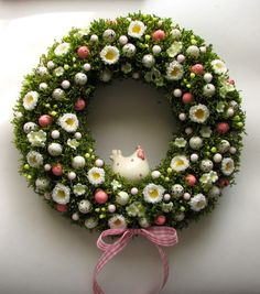 Easter Wreaths, Holiday Wreaths, Holiday Crafts, Diy Easter Decorations, Easter Holidays, Wreath Crafts, Spring Crafts, Easter Crafts, Flower Arrangements