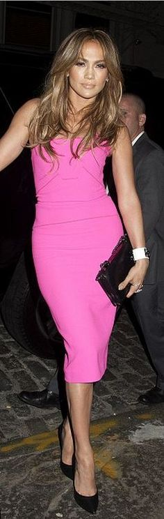 Who made  Jennifer Lopez�s pink strapless dress, black casadei, and jewelry that she wore in New York