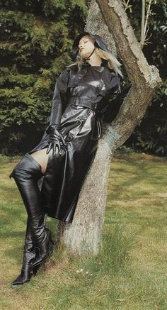 Loving the feel of her rubber mackintosh Black Raincoat, Pvc Raincoat, Plastic Raincoat, Black Mac, Rubber Raincoats, Rainy Day Fashion, Black Leather Gloves, Rain Gear, Raincoats For Women