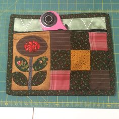 Debby Brown Quilts: Quilty Zip Bag -- from leftovers