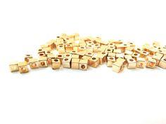 Cubo dorado (plastimetal), 3 mm, paquete con 100 piezas, $15, precio especial a mayoristas.
