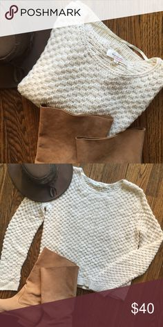 Vince Camuto  honeycomb sweater Beautiful Two by vince camuto sweater. Oversized fit. Honeycomb knit, so soft and comfy. Round neckline. New with out tags. Size medium. No flaws. No trades. Vince Camuto Sweaters Crew & Scoop Necks