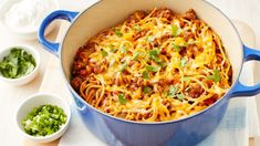 One pot taco spagheti - What happens when you combine spaghetti with all of your favorite ground beef taco flavors? The best darn weeknight meal ever, that's what. Even better, it's all cooked in one pot! Casserole Recipes, Pasta Recipes, New Recipes, Dinner Recipes, Cooking Recipes, Favorite Recipes, Dinner Ideas, Meal Ideas, Taco Casserole