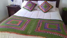 Piecera y cojines tejidos a crochet