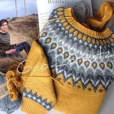 31 Modest Casual Style Outfits To Inspire Yourself - Fashion.- 31 Modest Casual Style Outfits To Inspire Yourself – Fashion New Trends Lovely soft colors and details. Fair Isle Knitting Patterns, Sweater Knitting Patterns, Knitting Designs, Knit Patterns, Free Knitting, Knitting Projects, Baby Knitting, Norwegian Knitting, Icelandic Sweaters