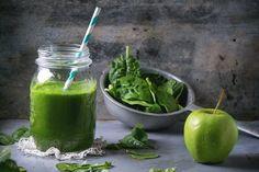 Descubre un batido verde que te sorprenderá por su sabor a la vez que te ayuda a tener una piel limpia, libre de granos, puntos negros e impurezas.