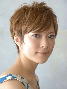 kind of looks like a fobby asian boycut. but maybe i can pull it off? prob not. my hair is too thick :( Fancy Hairstyles, Pixie Hairstyles, Short Hairstyles For Women, Pixie Haircut, Blonde Asian, Asian Hair, Asian Pixie Cut, Short Hair Cuts, Short Hair Styles