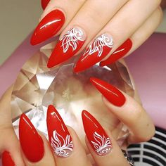 Wonderful Nail Art Trends 2018 - style you 7 Red And Gold Nails, Red Nails, Hair And Nails, Beautiful Nail Art, Gorgeous Nails, Pretty Nails, Christmas Present Nails, Christmas Nails, Rhinestone Nails