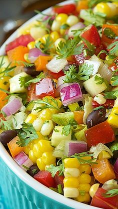 Mexican Chopped Salad  -a bowl full of the tastes of summer!  Making this tonight.  www.onedoterracommunity.com   https://www.facebook.com/#!/OneDoterraCommunity Mexican Chopped Salad, Best Salad Recipes, Dash Diet Recipes, Salad Ingredients, Salad Bar, Fruit Salad, Cobb Salad, Yummy Appetizers, Cilantro