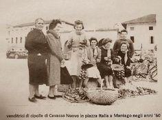 Venditrici di Cipolla Rossa di Cavasso Nuovo....