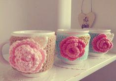 Crochet Coffee Cozy, Crochet Cozy, Crochet Art, Crochet Gifts, Crochet Flowers, Crochet Patterns, Yarn Crafts, Diy And Crafts, Crochet Kitchen