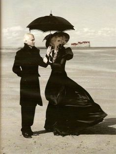 Fantastic, Wow & Cool! <3 this!! #goth #couple #gothic