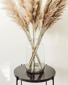 A little tip for all # if you like grasses like Want to integrate pampas grass into your decoration buy it now and be able to . Minimalist Living, Dried Flowers, Home And Living, Flower Pots, Planting Flowers, The Creator, Sweet Home, House Design, Decoration