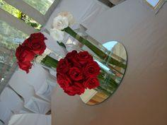 Resultado de imagem para espelhos no centro de mesa de casamento