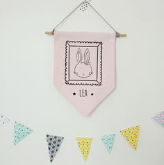 Bannière fanion plaque de porte rose - Prénom personnalisé fille - modèle lapin - chambre enfant - décoration murale