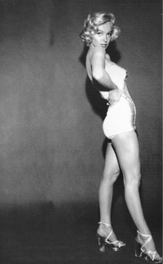 Marilyn! Could you imagine if today's stars posed like this? Tabs would immediately think they were pregnant!