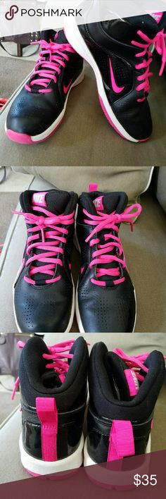 Nikes Excellent used to Nike Shoes Athletic Shoes