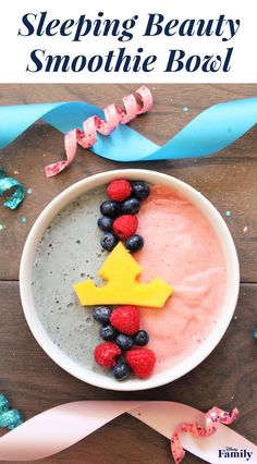 Sleeping Beauty Smoothie Bowl Disney Family - Make It Pink Make It Blue Inspired By The Iconic Fairy Godmother Scene From Sleeping Beauty Create This Smoothie Bowl Recipe With Both Pink And Blue Smoothies Your Kids Will Delight In The Colorfu Disney Inspired Food, Disney Food, Disney Recipes, Smoothies For Kids, Healthy Smoothies, Cute Food, Yummy Food, Yummy Recipes, Healthy Recipes