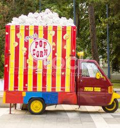 pop corn truck ? Popcorn Seeds, Food Truck Festival, Food Truck Business, Crazy Houses, Food Truck Design, Kiosk Design, Cute Cafe, Interesting Buildings, Green Architecture