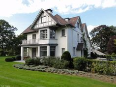 Propriété exceptionnelle de style Anglo-normand, construite vers 1930, et complètement rénovée en 2011 par des ...