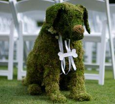 A grass sculpture at your outdoor wedding