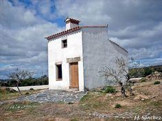 Casa típica de Badajoz. Mansions, House Styles, Building, Travel, Home Decor, Home, Francisco Pizarro, Town Hall, Parks