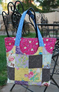 Sewing Crafts, Sewing Projects, State Street, Fabric Purses, Slipper Boots, Quilted Bag, Cute Bags, Bari, Canvas Tote Bags
