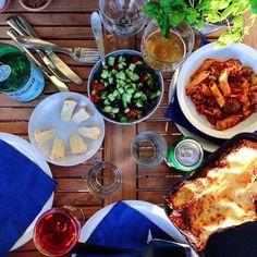 Aftensmad i sommerhuset  // Dinner at the summer cottage #aftensmad#sommerhus#kitchenbyeve#nordsjælland#vegetar#vegetarisk#vegetarmad#ost#vin#øl#lasagne#pasta#grøntsager#salat#hygge#spise#hverdagsmad#madblog#sundt#sund#sundhed#lækkermad#sommer#sundmad#eatclean#vegetarian#healthyfood#wine#wholefoods#summer by kitchenbyeve
