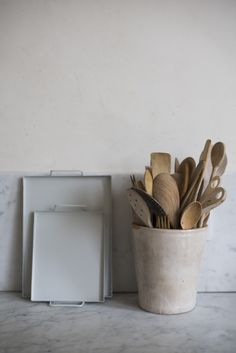 SHOP - love the simplicity of these tea trays