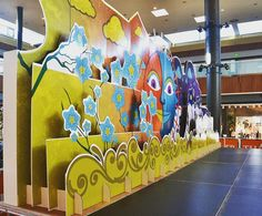 Good idea for vbs sets. Cardboard Design, Cardboard Display, Stage Design, Event Design, Paper Art, Paper Crafts, Photo Zone, Board Decoration, Exhibition Booth Design
