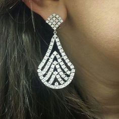 December is here!! Time to frost ourselves with these diamonds!! #diamond #earrings #jewelry http://ift.tt/1NmubXi