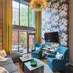 We love this living room space designed by Designhounds veteran @jenniferstonerinteriors. Colors, patterns and details, oh my!  #designhounds