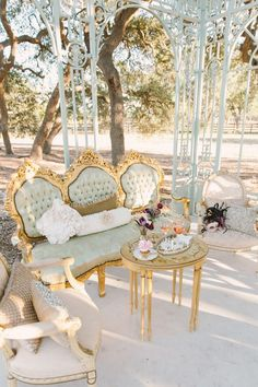 Wedding reception lounges have become a popular thing in recent years. It's a … Wedding reception lounges have become a Wedding Lounge, Mod Wedding, Chic Wedding, Trendy Wedding, Wedding Reception, Wedding Ideas, Wedding Vintage, Elegant Wedding, Vintage Party