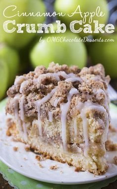 The Best Apple Crumb Cake. The perfect fall treat! It's filled with spiced apples, an extra thick crumb layer, and a tender cake. Are you ready for fall baking? Cinnamon Apple Crumb Cake is the perfect dessert for crisp weather coming up. Köstliche Desserts, Chocolate Desserts, Delicious Desserts, Desserts Nutella, Cinnamon Desserts, Chocolate Lovers, Desserts With Apples, Healthy Apple Desserts, Chocolate Glaze