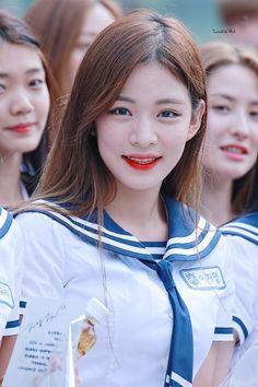 @twinklegirl_514 - Tìm kiếm Twitter K Pop, South Korean Girls, Korean Girl Groups, School 2017, Ulzzang Girl, Korean Beauty, How To Relieve Stress, Cool Girl, Rapper