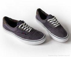 3bdd670d7a4548 Vans Era skate shoes in dark blue corduroy with leather details