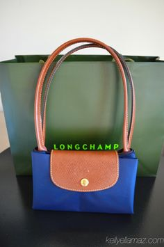 Longchamp Le Pliage; size medium in navy what to buy in Paris