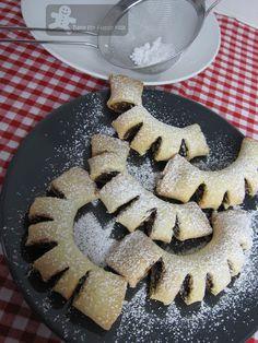 Sicilian Cuddureddi. Fig cookies