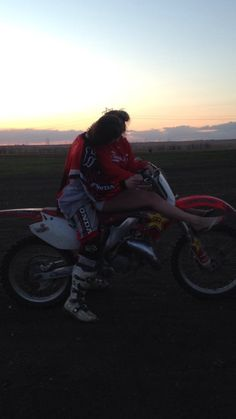 bike, boy, and motocross Bild Couple Motocross, Dirt Bike Couple, Biker Couple, Country Relationships, Couple Goals Relationships, Relationship Goals Pictures, Couple Relationship, Cute Couples Photos, Cute Couple Pictures
