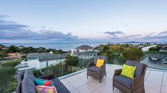 Fastidiously maintained, built brand new by the current owner to extraordinary standards and enjoying a jaw dropping panoramic sea view. premium.co.nz/9523