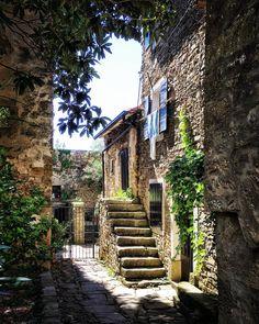 Village of artists . . . . #grožnjan #istria #croatia #europe #travelgram #travel_drops #ig_europa #kings_villages #villages #europestyle_…