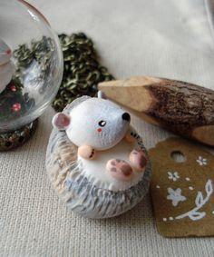 """Totem de poche """"Mon Hérisson""""  oMamaWolf figurine en porcelaine froide"""