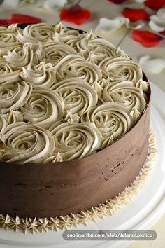 Beautiful , beautiful decorated cake! I'm out of words!  http://ediblecraftsonline.com/ebook2/mybooks73.htm?hop=megairmone