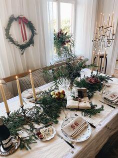 Winter Wonderland Christmas, Gold Christmas Tree, Natural Christmas, Christmas Cards To Make, Christmas Mood, Hygge Christmas, Christmas Nails, Minimal Christmas, Scandinavian Christmas