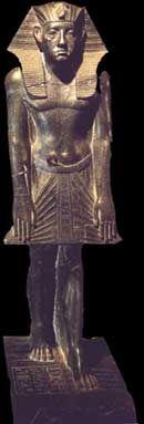 Estatua de AMENEMHAT III en postura de oración. Imperio Medio.