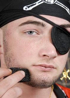 Pirate Stubble Effect Make-Up Kit Fancy Dress Shops, Pirate Fancy Dress, Beard Makeup, Male Makeup, Maquillage Halloween, Halloween Makeup, Peter Pan Jr, Pirate Hair, Fake Beards